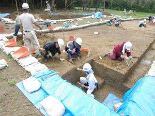 発掘作業の様子1.JPG